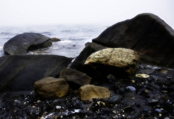 Rocks_on_rye_beach