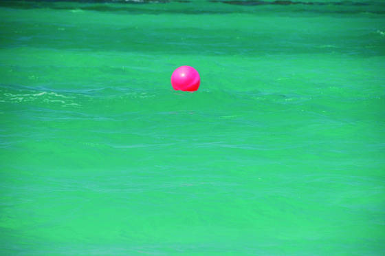 Ball_in_water
