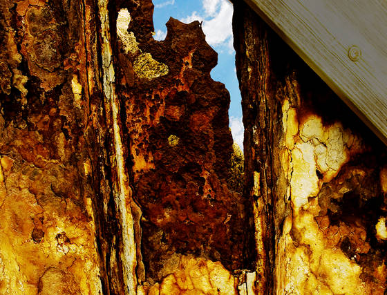 Sea_wall_of_rust