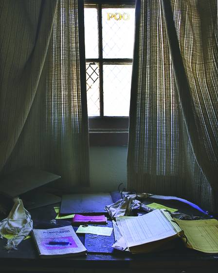 Desk_and_window