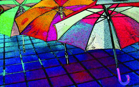 Umbrellas_on_the_sidewalk
