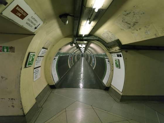 Tube_station_3