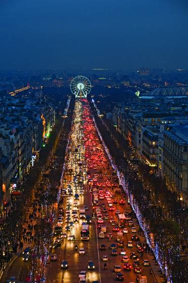 Noel_on_the_champs-elysses