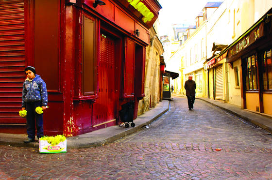Flower_boy_on_rue_mouffetard