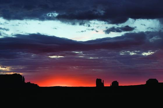 Monument_valley_sunrise_ii