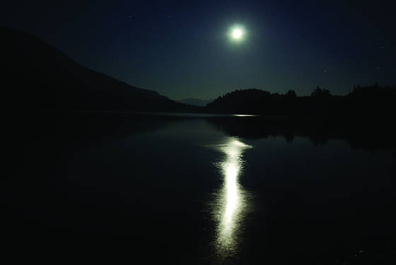 Baker_lake_moon