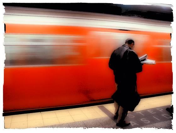 Grand_central_train_wait