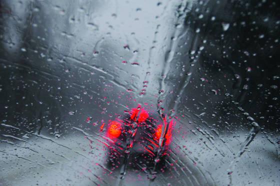 Car_in_snowstorm