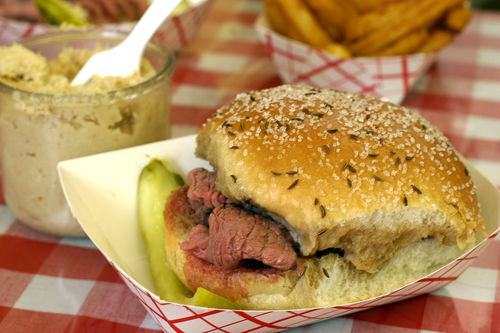 1280px-small_-_beef_on_weck