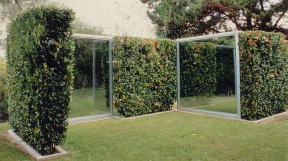 "Dan Graham's ""Two-Way Mirror/Hedge Projects"" (2004) at Museum De Pont,"