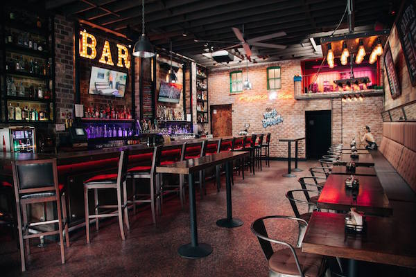 The New Yorker Pizzeria & Bar