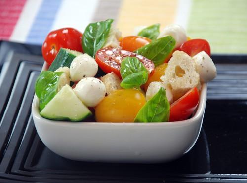Carbonated tomato cucumber salad
