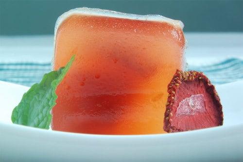 Strawberry daiquiri agar gel close raw