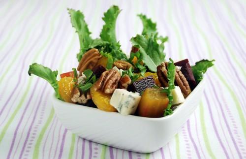 Beet salad with walnuts