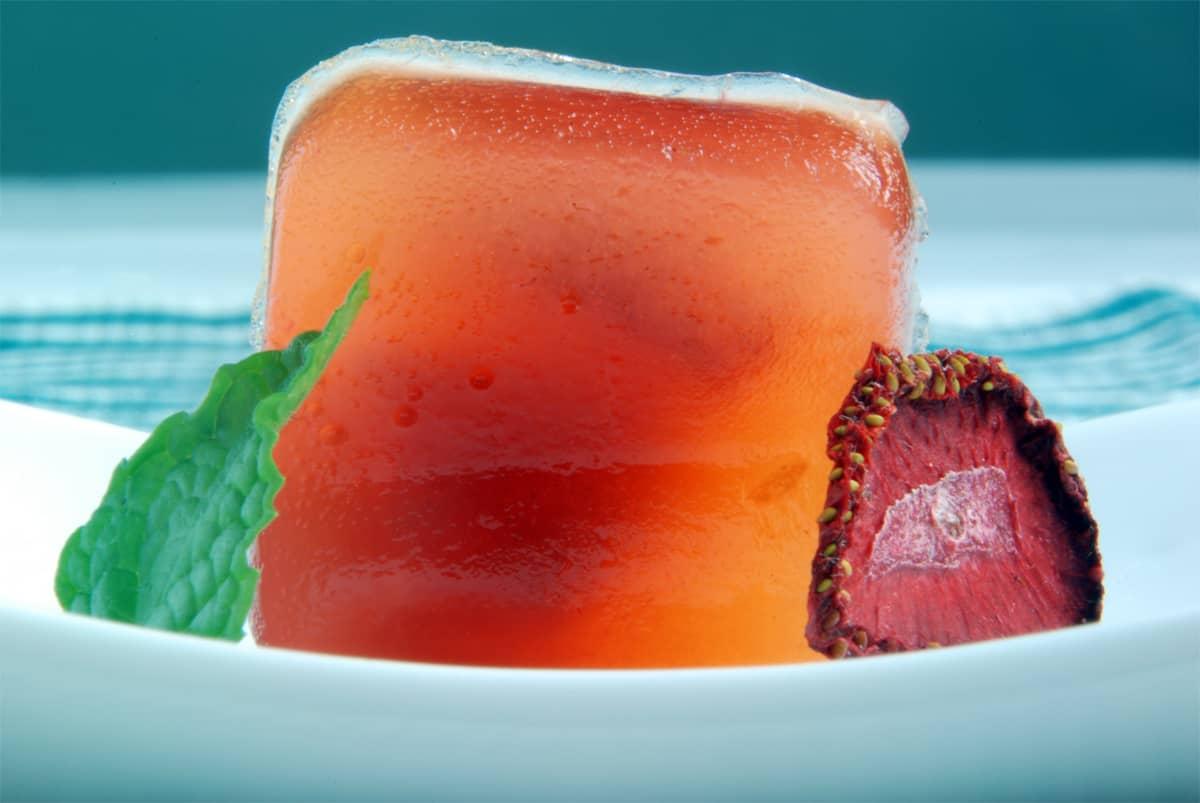 Strawberry daiquiri agar gel close