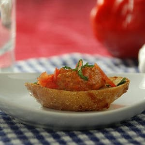 Red pepper pesto crustini