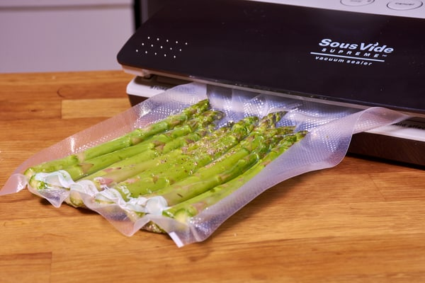 Sous vide asparagus and shallots 4