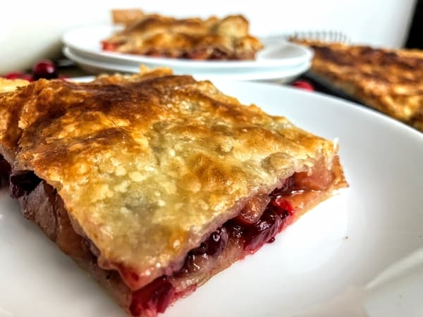Sous vide apple cranberry pie baked piece