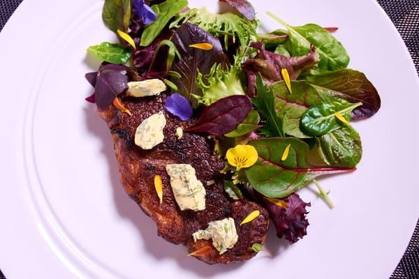 Sous vide strip steak salad 1