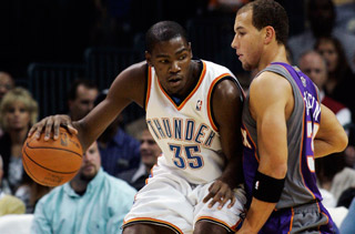 Kevin Durant Creeping Toward Third Scoring Title