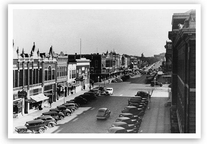 Street scene of Oklahoma Avenue in Guthrie in November 1937.