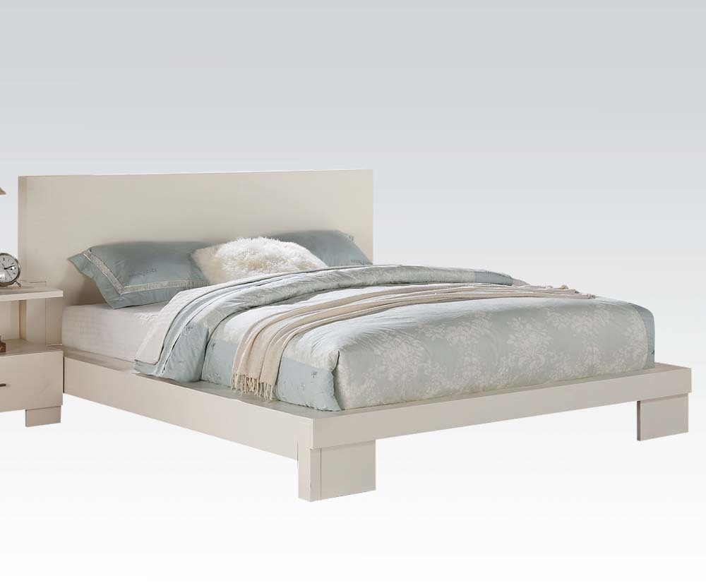 Contemporary queen bed 28 images coaster furniture 300356q phoenix contemporary faux baxton - Benefits of contemporary queen bed ...