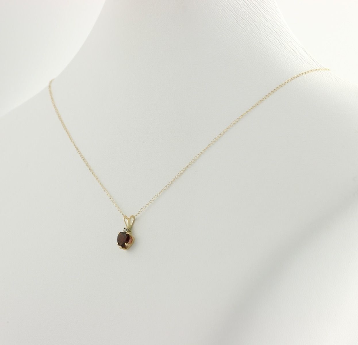 new garnet small pendant w necklace 10k