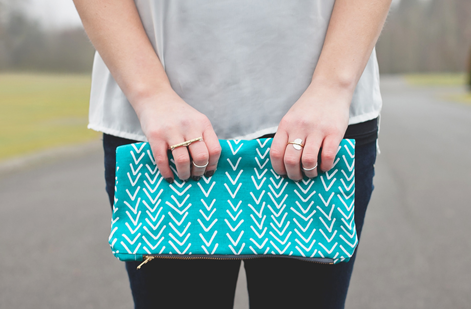 teal arrow clutch