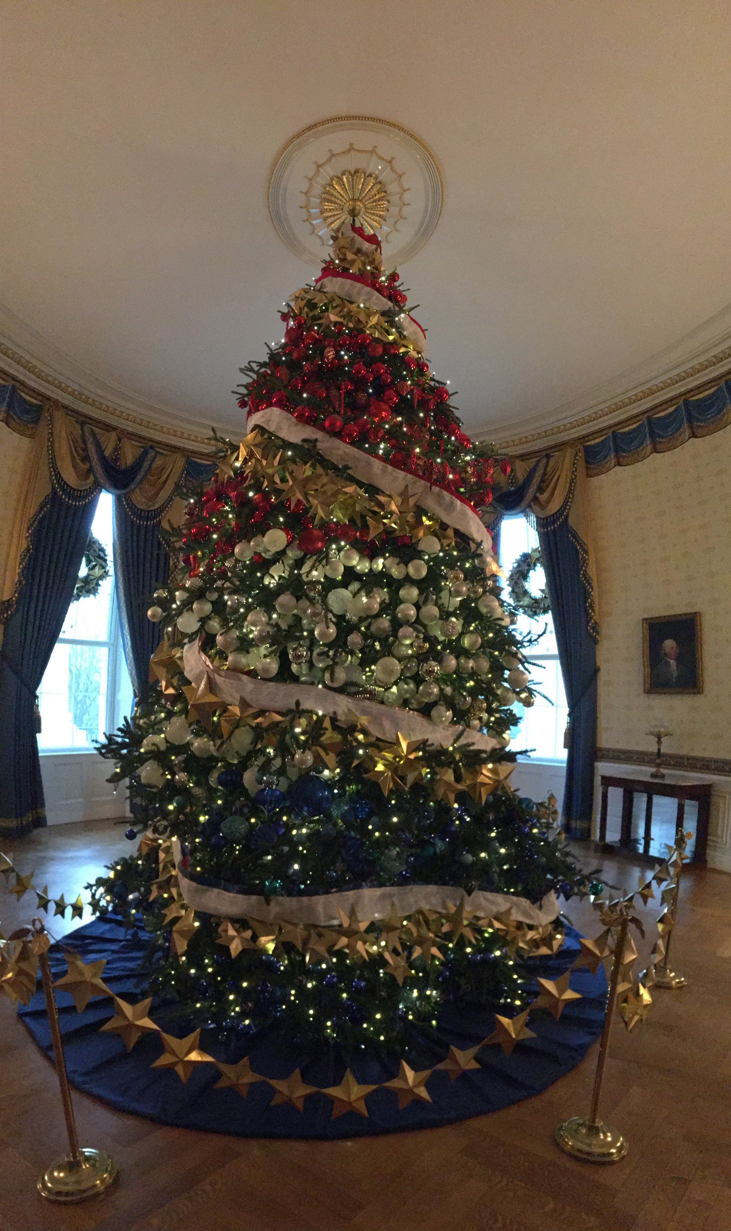 First look at white house christmas decorations for How did the christmas tree tradition start