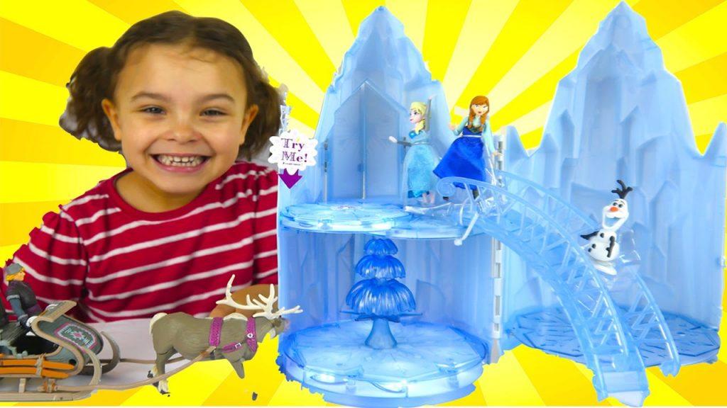 DISNEY PRINCESS FROZEN CASTLE  TOY for Kids with Elsa Anna Olaf Magic Clip Princesses
