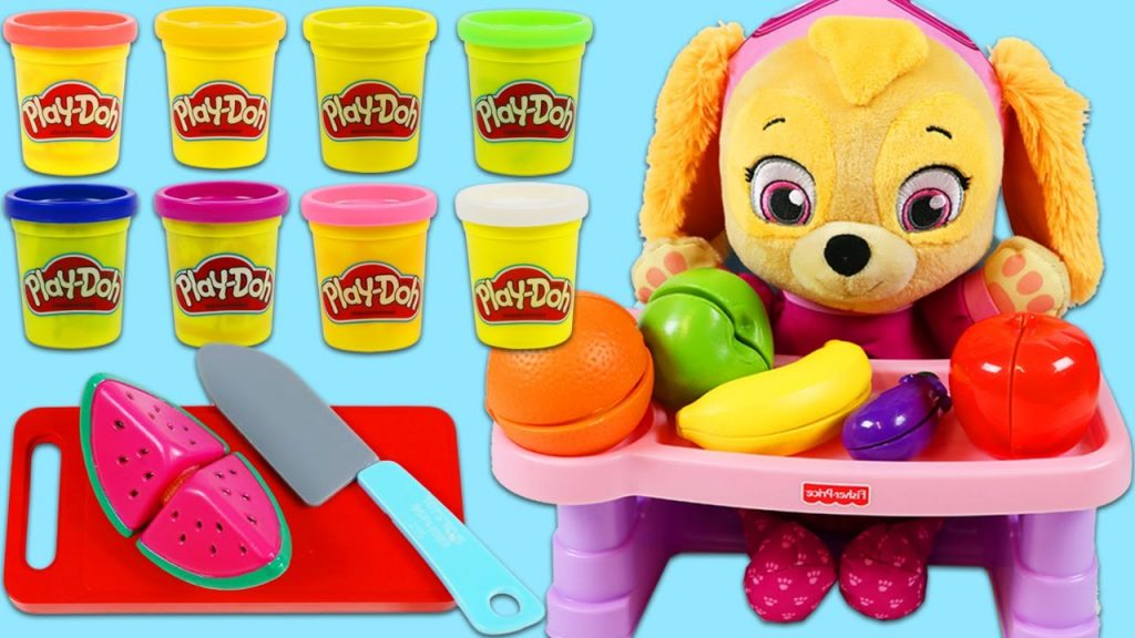 LEARN COLORS with Paw Patrol Baby Skye Magic Toy Microwave Changes Play Doh into Food!