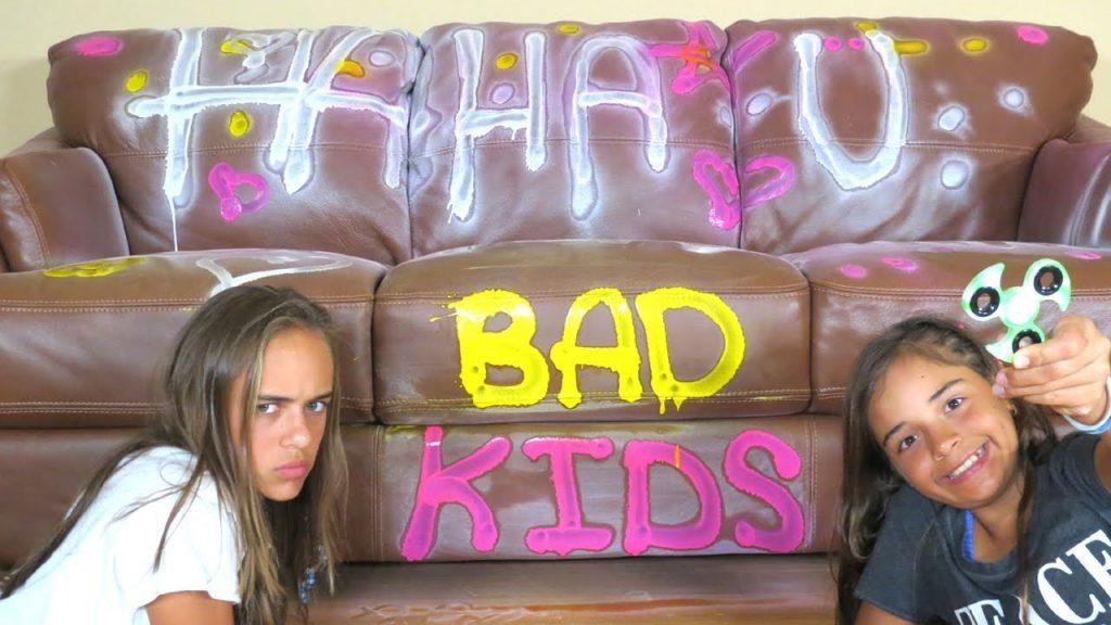 BAD KIDS MAGIC FIDGET SPINNER! Mommy Freaks Out! Pretend Play Prank Sophia Sarah
