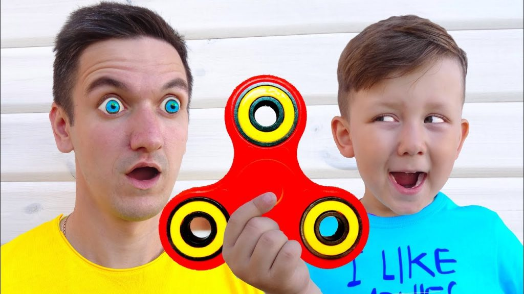 BAD BABY Magic Fidget Spinner Hypnotize DAD! ЗАГИПНОТИЗИРОВАЛ ПАПУ!  Family fun toys for kids!