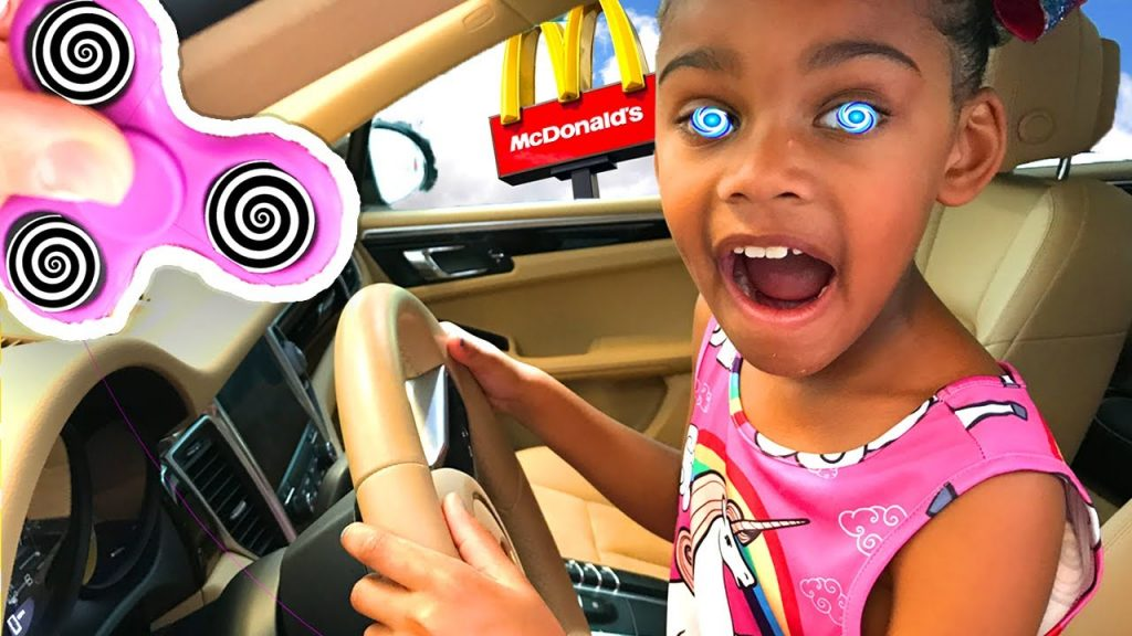 BAD KID FIDGET SPINNER Hypnotize Sister! Bad Baby Driving Car to McDonalds Family Fun