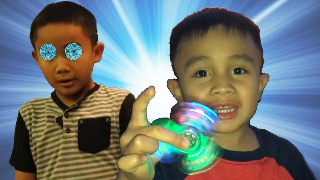 Bad Kid Magic Fidget Spinner Hypnotize Brother – Funny Prank Kids Video