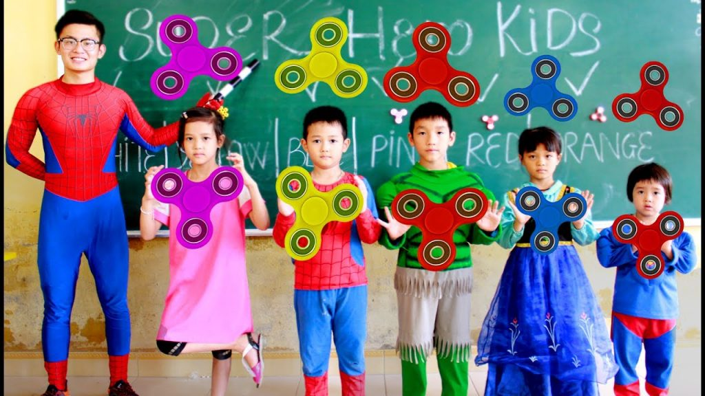 SuperHero Kids Go To School Learn Colors for Children MAGIC FIDGET SPINNER w/ Teacher Spiderman
