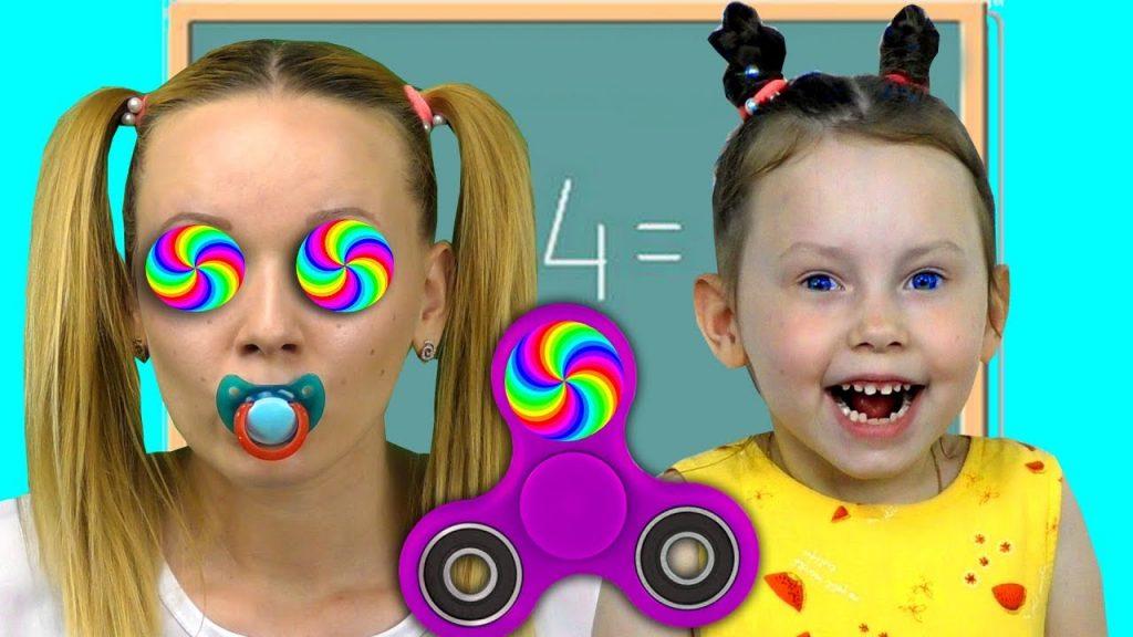 Вредные детки ЗАГИПНОТИЗИРОВАЛИ СПИНЕРОМ Magic Fidget Spinner Bad Kids Крадет конфеты Учим Цвета