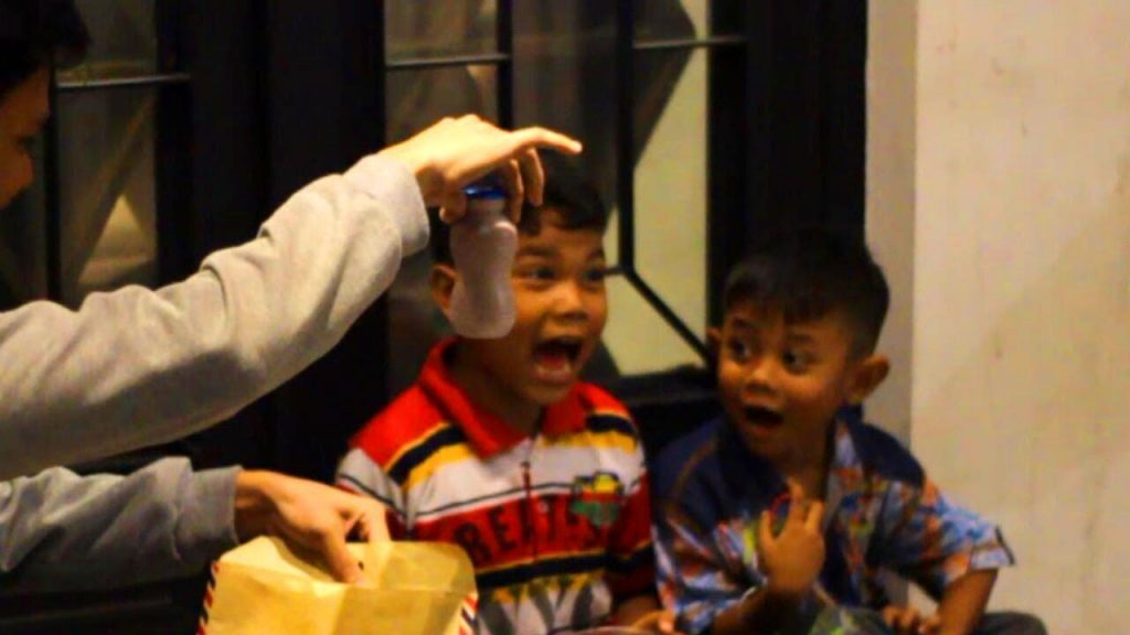 Ngasih Kejutan untuk Anak-Anak! Do Try This At Home – abracadaBRO Magic