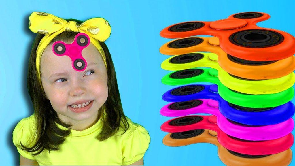 Вредные детки играют СПИНЕРОМ Bad Kid Transform Magic Spinner Учим цвета с Johny Nursery Rhymes song