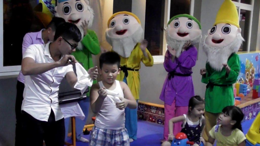 Surprises!!! Magic for Kids in fun indoor playground