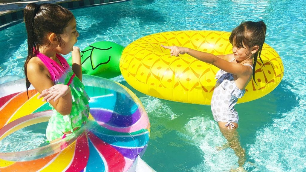 BAD KID STEALS GIANT POOL TOYS – Family Fun Pretend Play – Magic Transform Evelyn Freaks Out