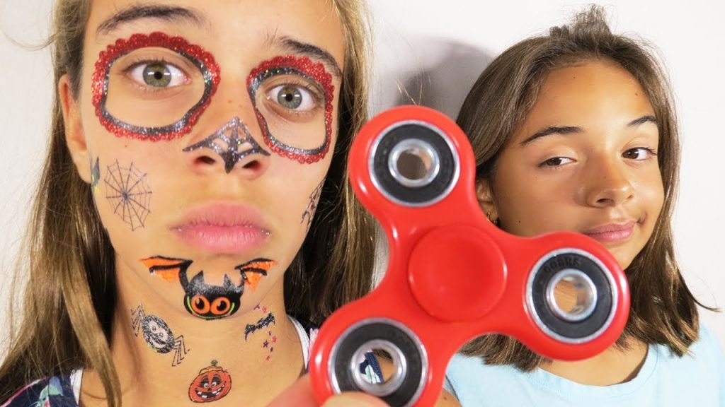 Bad Kids Magic Fidget Spinner Hypnotize Sister! Pretend Play Toys Family Fun Mommy Freaks Out