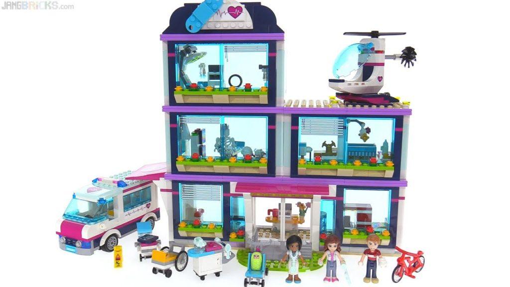 LEGO Friends Heartlake Hospital review 🏥 41318