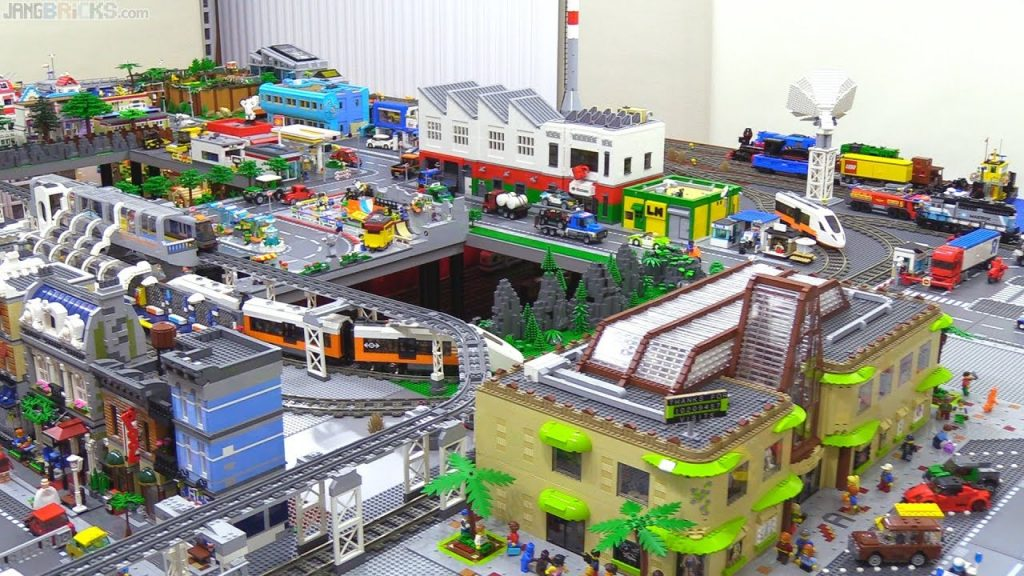 Minor LEGO city update – Mall plazas, more sidewalks