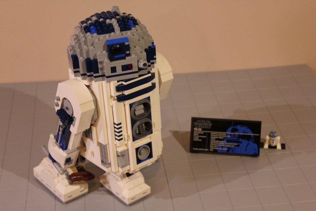 LEGO Star Wars UCS R2-D2 Review 10225