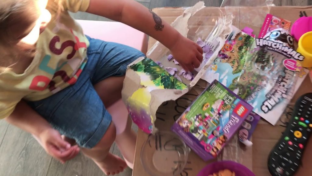 Baby loves the Hatchimal – where are you? – Lego Friends