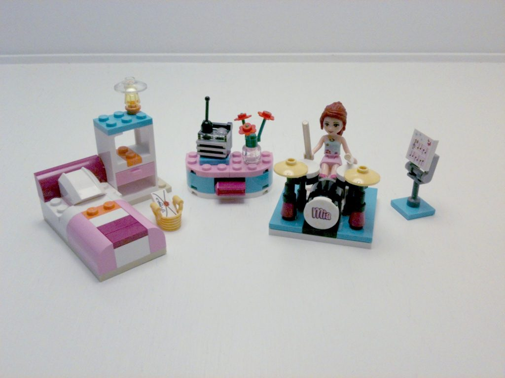 Review – Lego Friends: Mia's Bedroom (3939) [CC]
