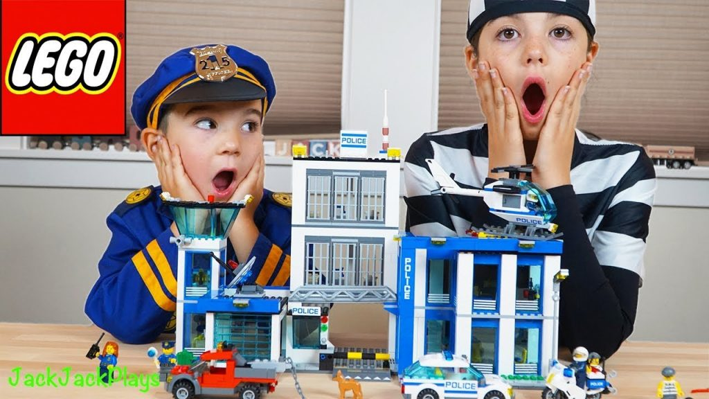 Lego City Police Station – Costume Pretend Play + Playing with Legos