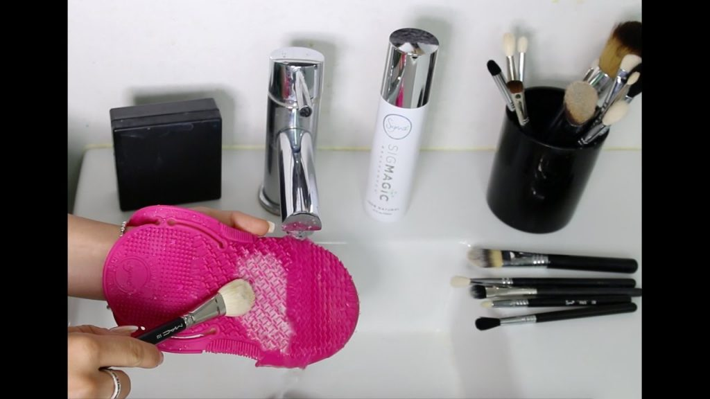 How to Clean your Makeup Brushes NICE & DEEP! \ Chloe Morello