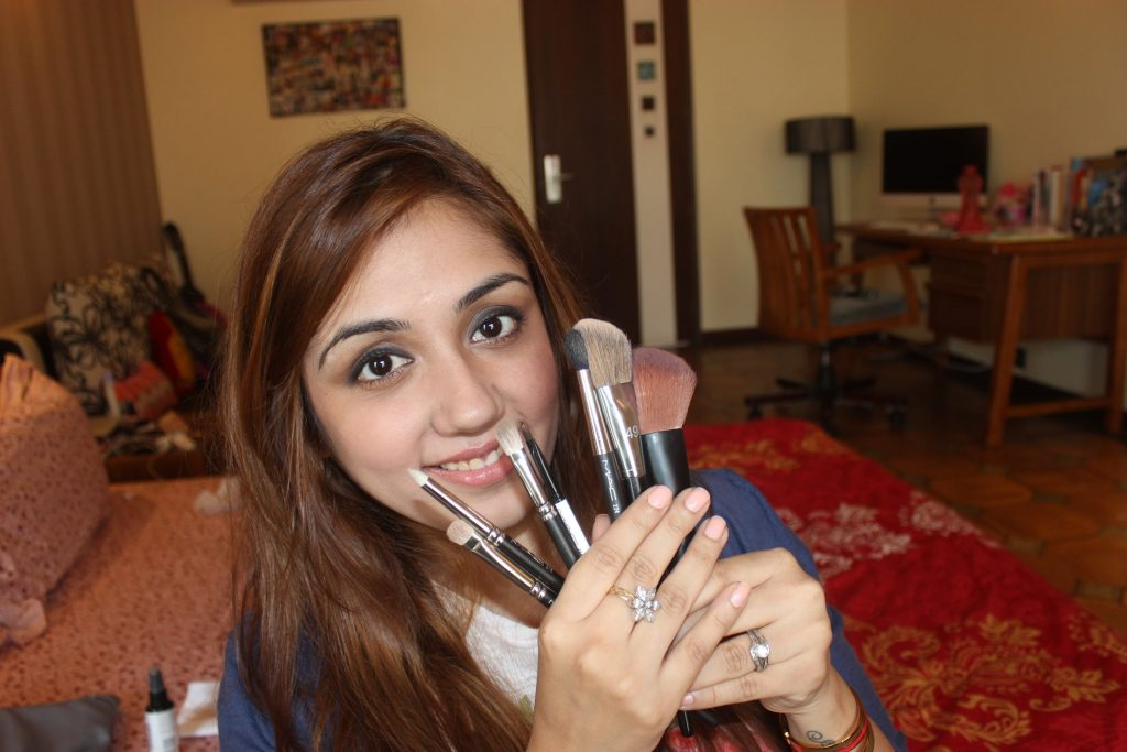 7 MUST HAVE MAKEUP BRUSHES